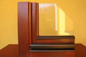 fa ablaknak gazdag a szemcsézése és természetes kinézete Nagyon jó hőszigetelő mutató.
