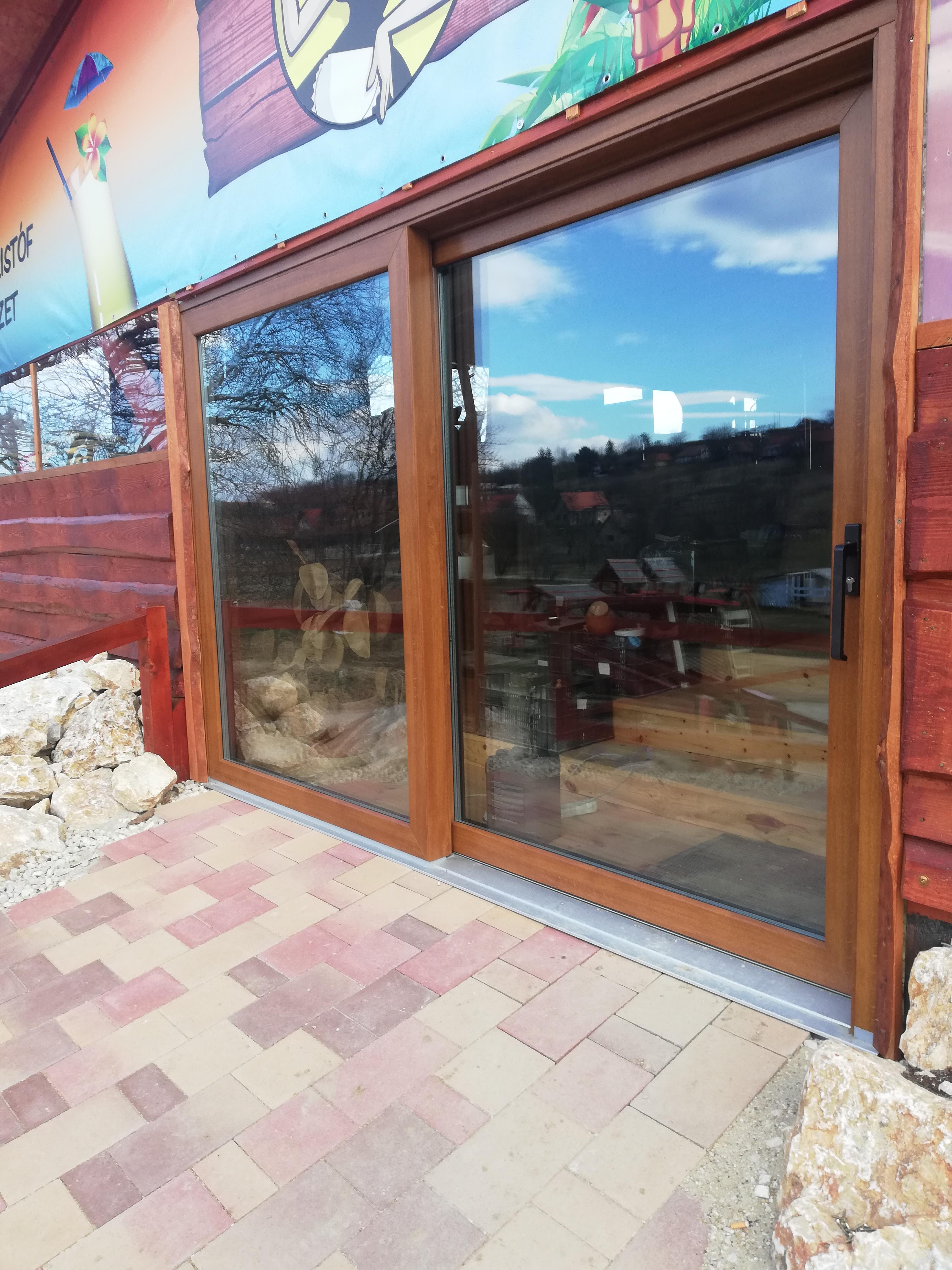 Nagyméretű teraszra és erkélyes üvegezésre – Emelő – Tolóajtó