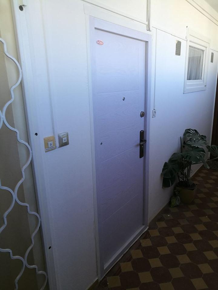 Lépcsőházi biztonsági ajtó Gyártása | Cseréje | Beépítése